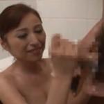 【熟女手コキ】白髪交じりの六十路女の適当な手淫www